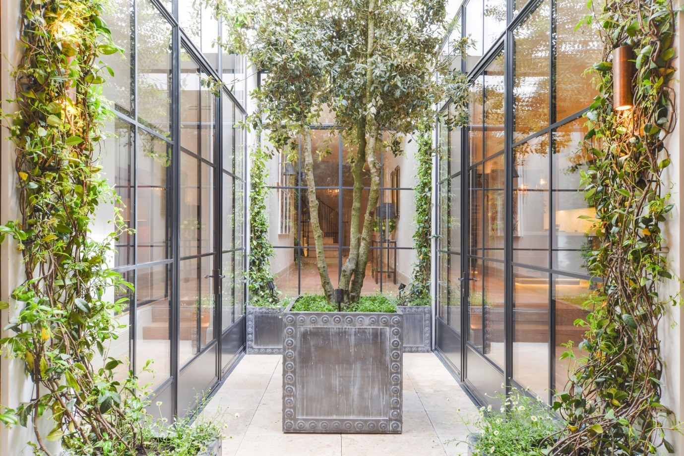 Steel screens with a courtyard view